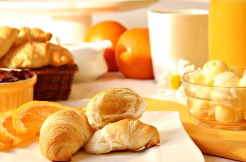 Lust auf ein herrliches Frühstück direkt ans Bett? Gerne für Sie. Suchen Sie sich aus einem reichhaltigen Angebot ihren Lieblings-Frühstückskorb aus und genießen Sie ohne Aufwand ein gemütliches Frühstück mit ihren Liebsten. Gerne direkt bei der Buchung schon mit bestellen oder bequem bei Anreise. !! Unsere Frühstückskörbchen sind auch glutenfrei erhältlich !!