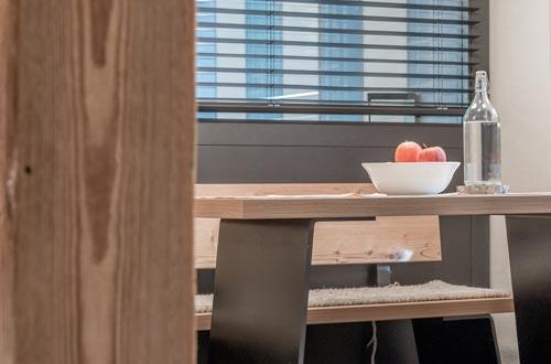 Moderne Designelemente, gemixt mit authentischem Tiroler Flair – 1 Schlafzimmer, abgetrennter Wohn-Schlafbereich mit Doppelbett, Badezimmer, …