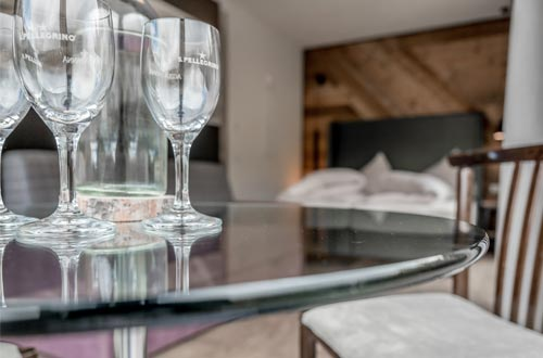 Man nehme ein Schlafzimmer, eine Wohnküche mit gemütlicher Sitzecke und eine kuschelige Couch und schon hat man ein Reich für sich ganze alleine ...